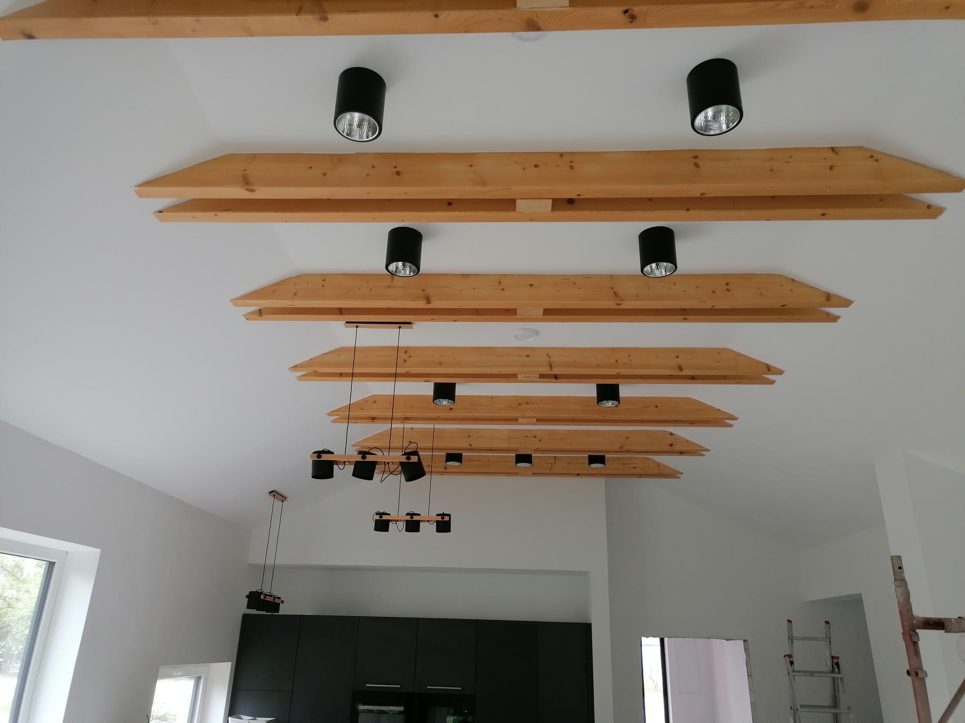 Naše Lko - Svetla v obv a kuchyni.