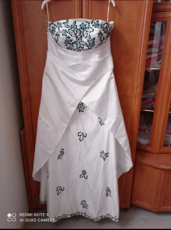 Krásné svatební šaty s doplňky - Obrázek č. 1