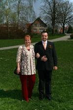 manžel s maminkou(tchýní=o))