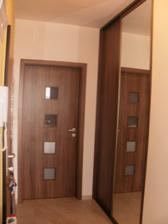 po roku som si konečne dala spraviť roldor.. farebne úplne sadol s interier. dverám :)