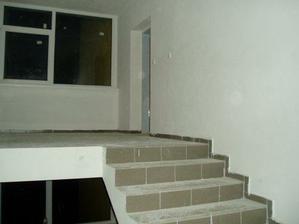 takto to vyzerá teraz, ale máme už aj zábradlie na schodisku... foto doplním