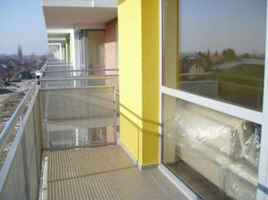 ... náš balkón a susedia...