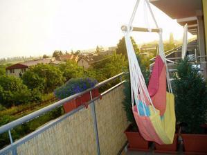 ... balkón v lete...