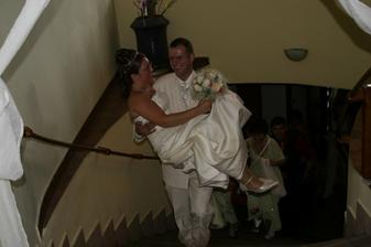 hore schodami na hostinu
