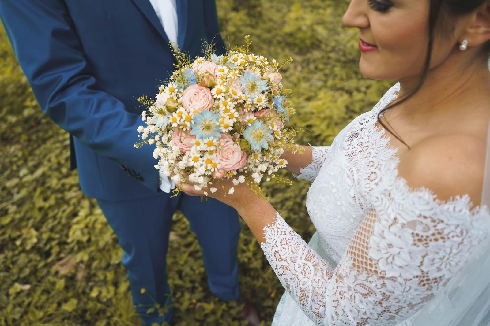 Svadobné šaty pre nízku nevestu - Obrázok č. 3
