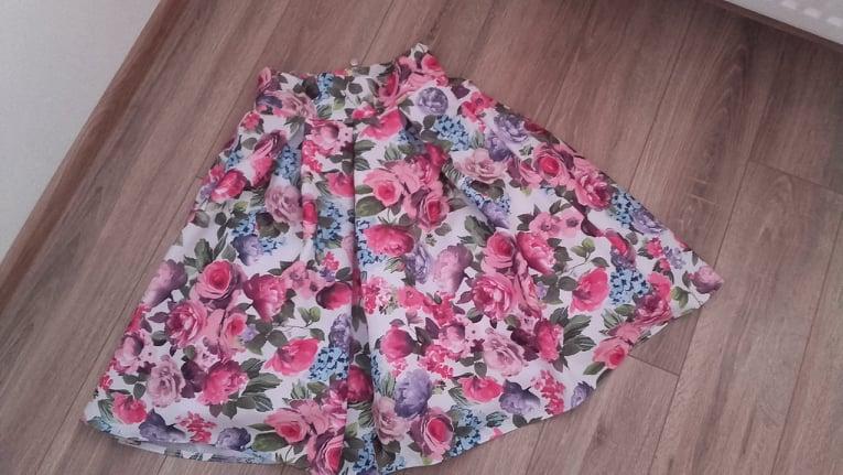 Farebná kvetinová krátka sukňa - Obrázok č. 1