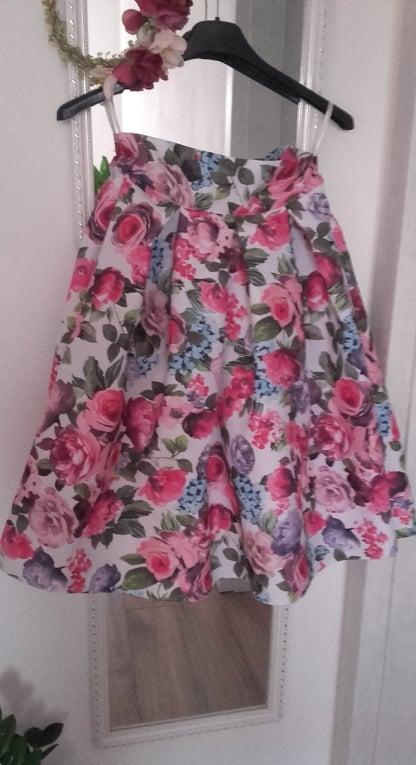 Farebná kvetinová krátka sukňa - Obrázok č. 2