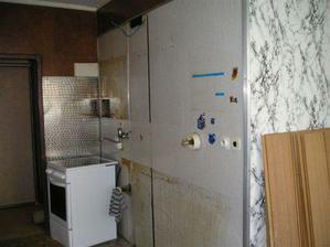 Takhle to vypadalo pred rekonstrukci... kuchyn