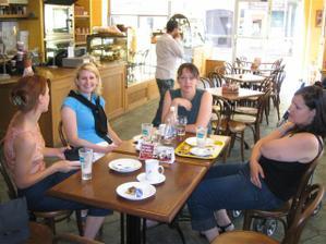 A už vesele snídáme - Lenkaapavel, Aktaka, ValerieM, Lakme