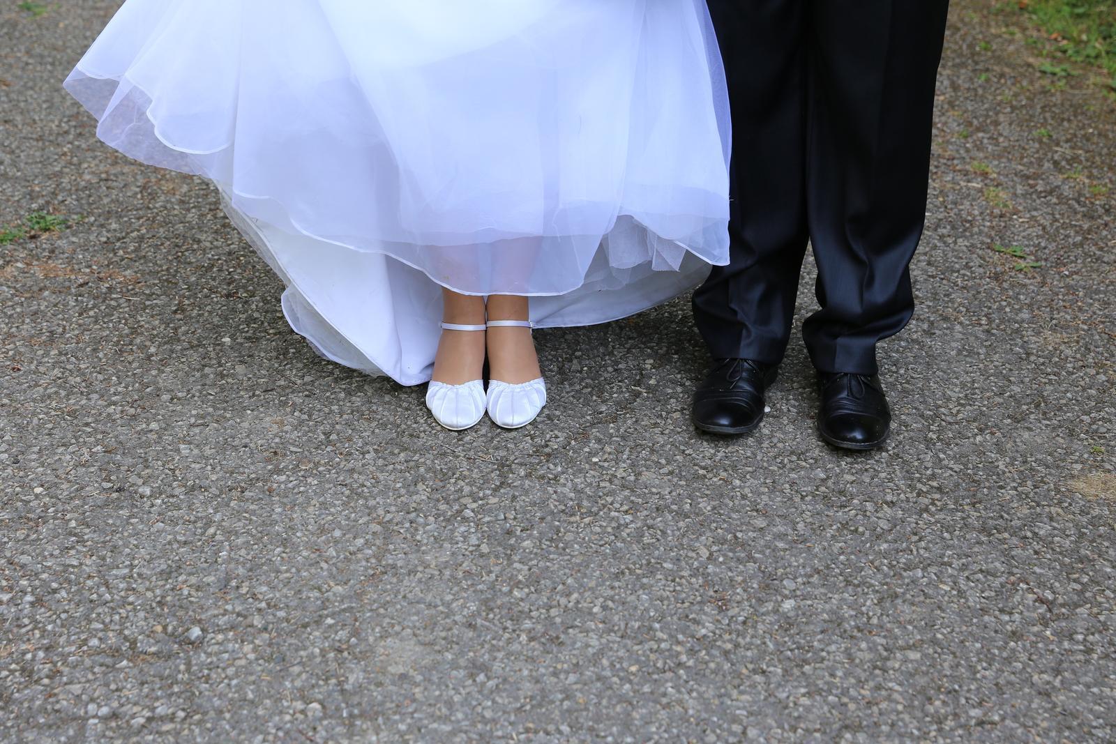 Svatební šaty (38) - Obrázek č. 3