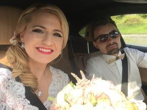 Cestou na obrad - moj Robik si svoju nevestu odviezol pred oltar sam, tak, ako to urobil aj jeho otec.