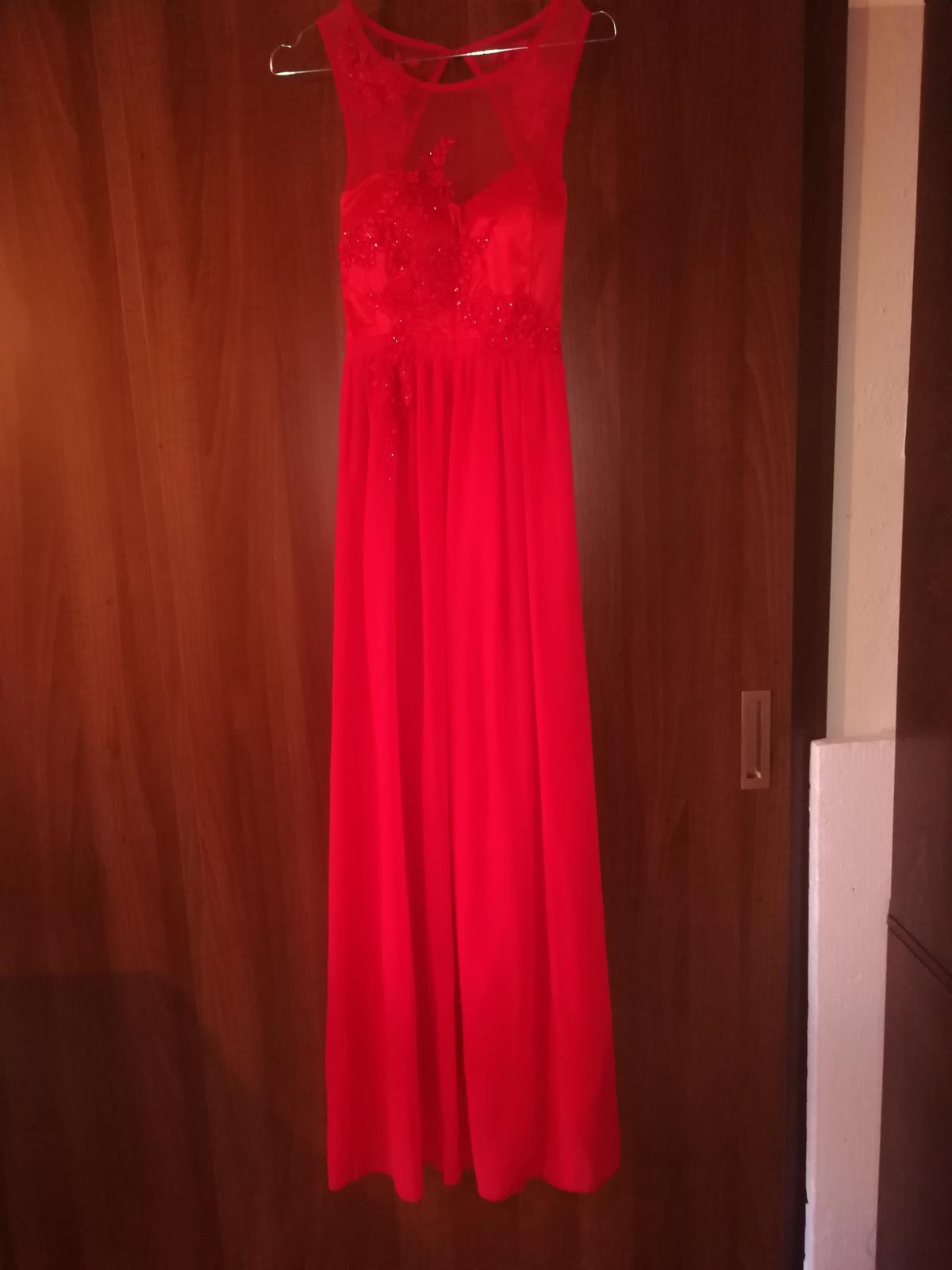 Červené spoločenské šaty - Obrázok č. 1