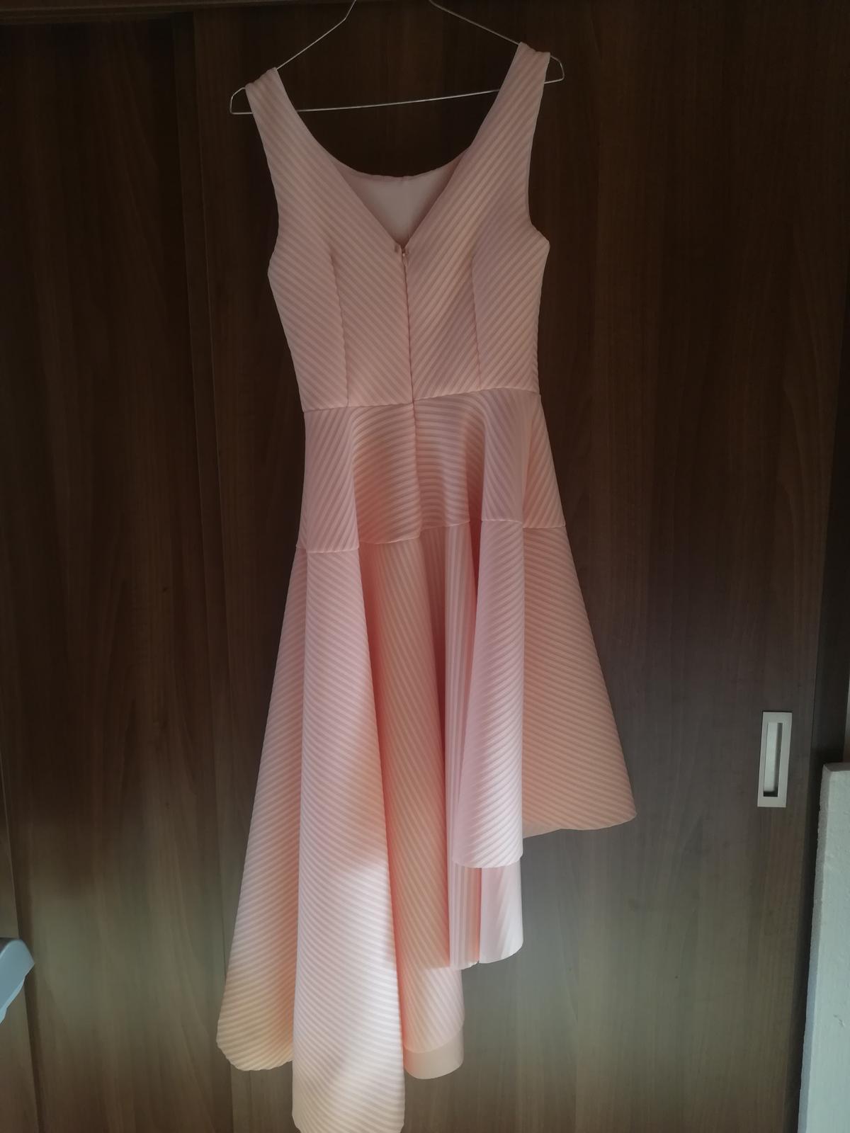 Ružové asimetrické spoločenské šaty - Obrázok č. 2