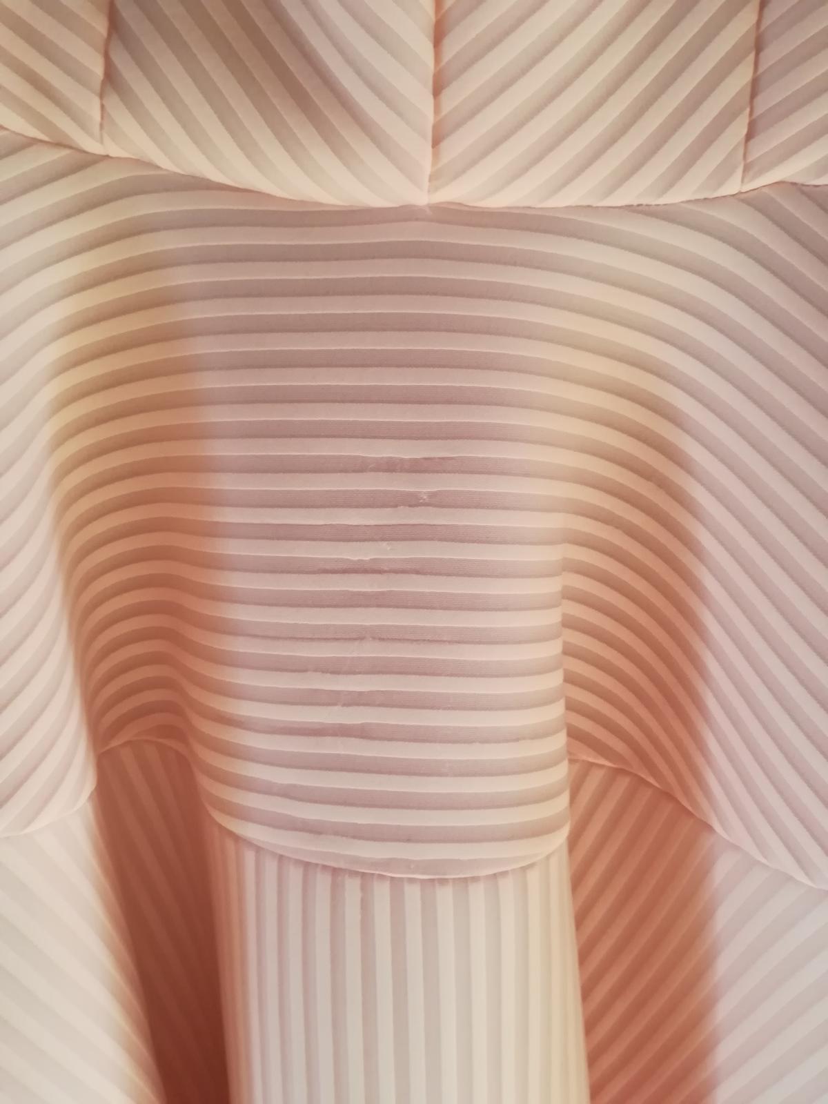 Ružové asimetrické spoločenské šaty - Obrázok č. 3