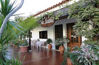 Sem jedeme na svatební cestu, vlastně hned po svatbě, v sobotu je svatba a v pondělí brzo ráno letíme na Madeiru do Funchalu :-) je to jednoduchý malý rodinný hotýlek s nádherným výhledem :-)