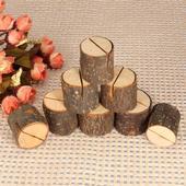 Dřevěné stojánky na jmenovky 33 ks,