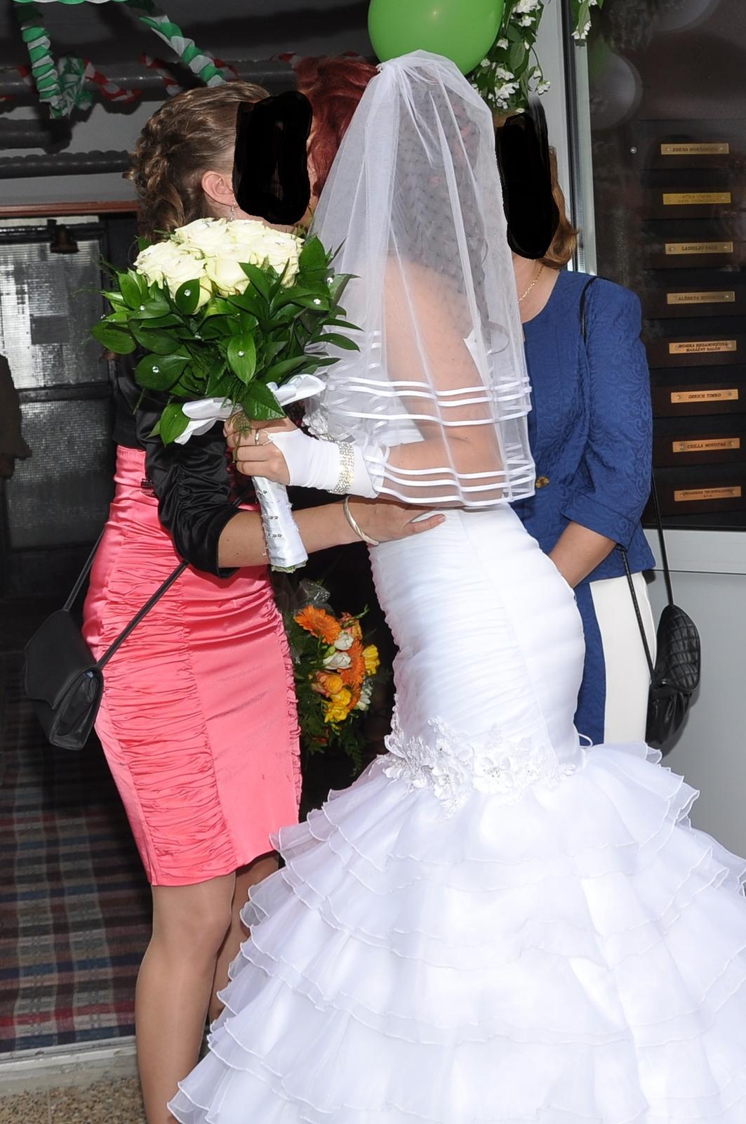 Biele svadobné šaty - Obrázok č. 4