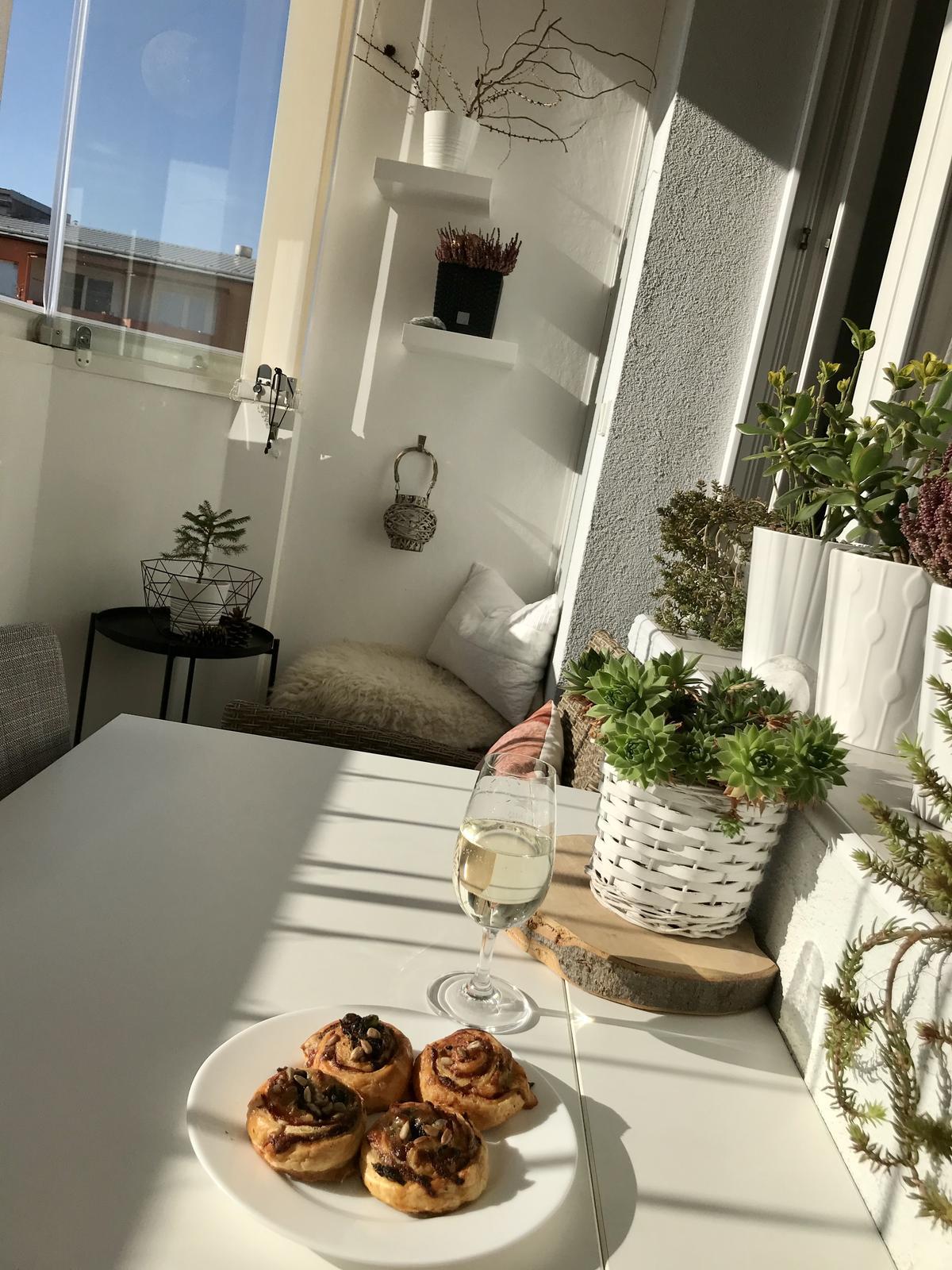 U nás doma v roce 2020 - Jedno foto z balkónu..live.. dnes už padla🤪děti říkaly, že už dnes nic nepotřebují.....😊