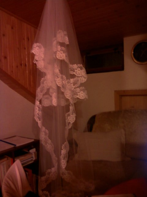 Príjemné svadobné starosti :-) - môj bielučky závoj, má 170 cm