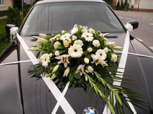 pekná kytica na auto