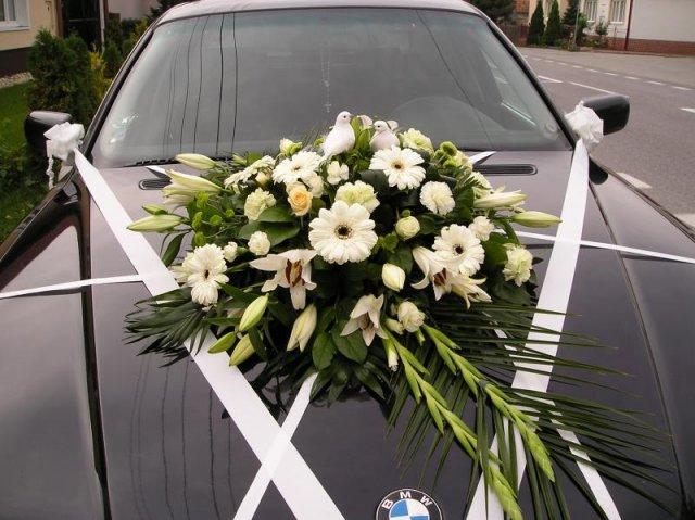 Príjemné svadobné starosti :-) - pekná kytica na auto