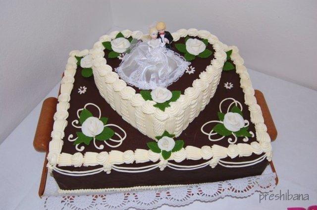 Alenka Vaľková{{_AND_}}Patrik Majerčák - torta od ďalšej babky a tety