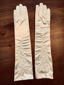 Biele rukavičky s kvetinovou aplikaciou,