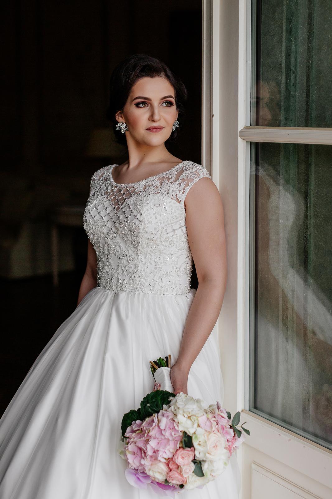 Svadobné šaty Irian Sam veľ. 38 spolu s katedrálovým závojom 3m - Obrázok č. 1