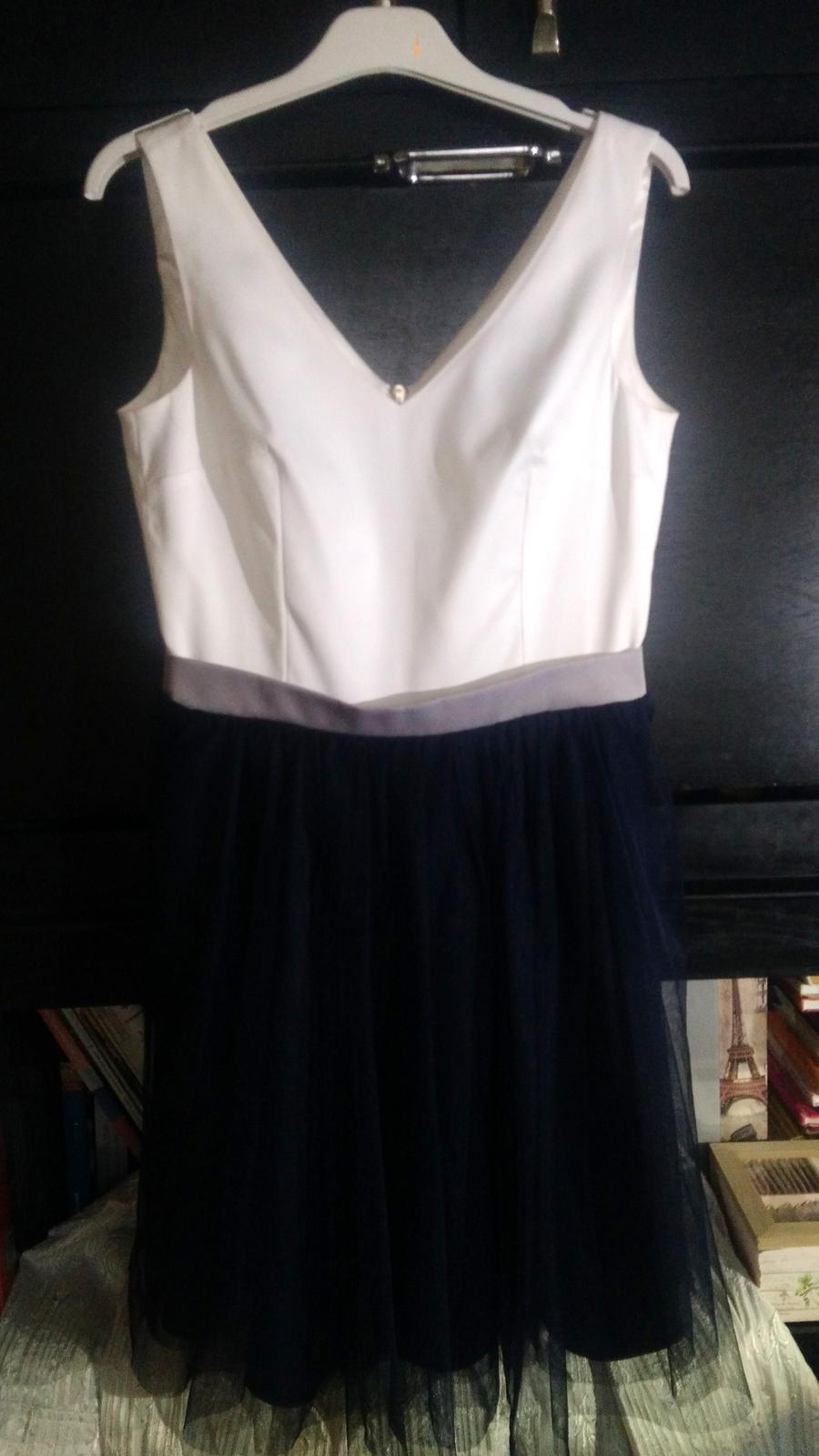 Krátke spoločenské šaty bielo-modrej farby - Obrázok č. 2