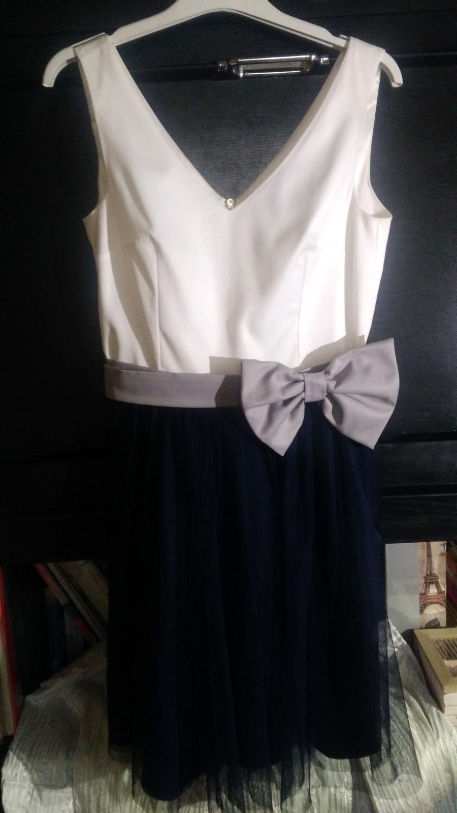 Krátke spoločenské šaty bielo-modrej farby - Obrázok č. 3