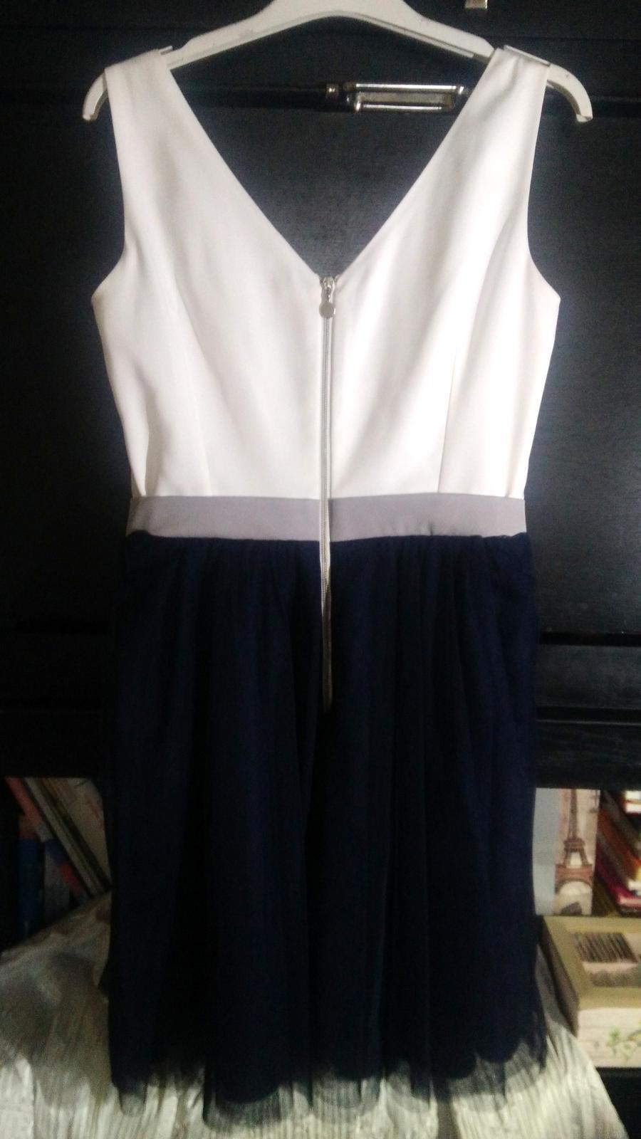 Krátke spoločenské šaty bielo-modrej farby - Obrázok č. 4