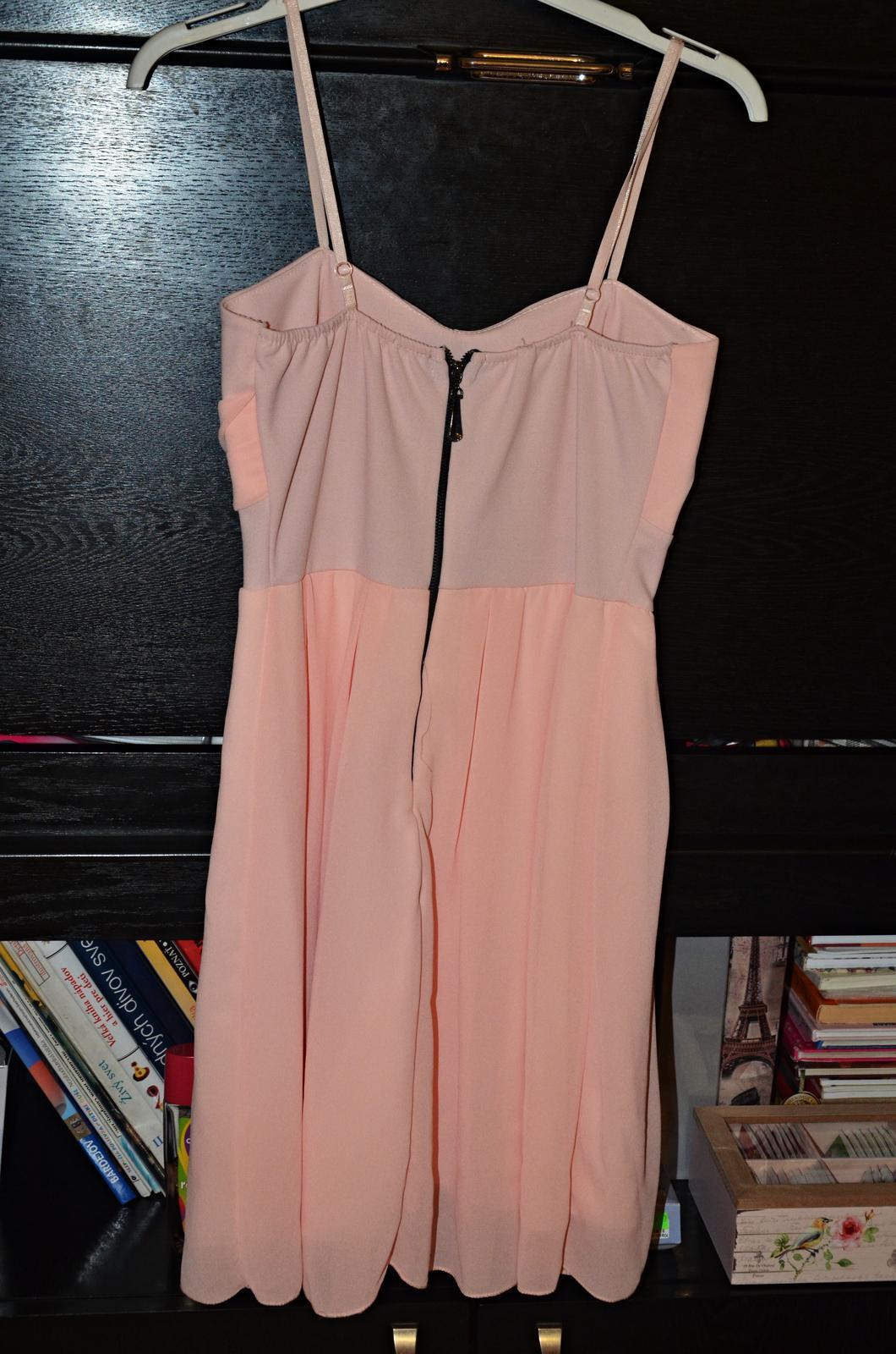 Krátke spoločenské šaty marhuľkovej farby - Obrázok č. 2