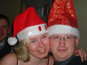 to som ja so svojim chrobacikom na silvestrovskej zabave..a v pozadi je moj bracka :))