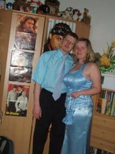 naše popolnočné šaty..moje boli šité..a krajčírka bola taká zlatá,že mi zo zvyškoch urobila aj taštičku..aby to ladilo :-)