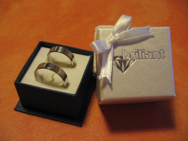 07.10.2006 - svadba - naše svadobné obrúčky, krásne obrúčky ale firmu neodporúčam, jemne povedané veľmi zlý prístup