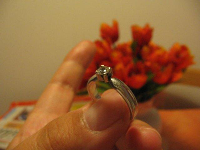 07.10.2006 - svadba - toto je môj zásnubný prstienok