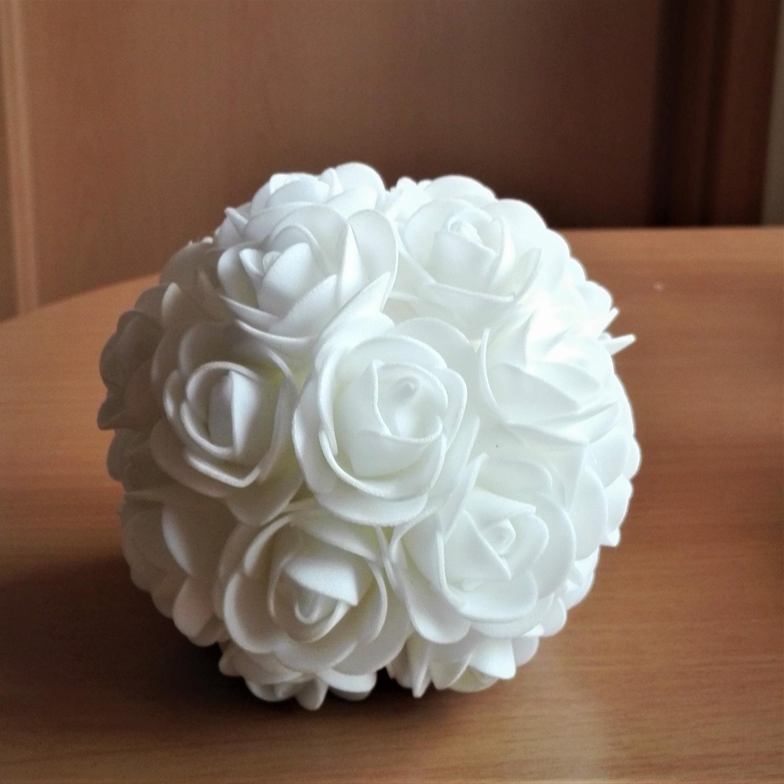 Dekoračné gule z penových ružičiek - Obrázok č. 2
