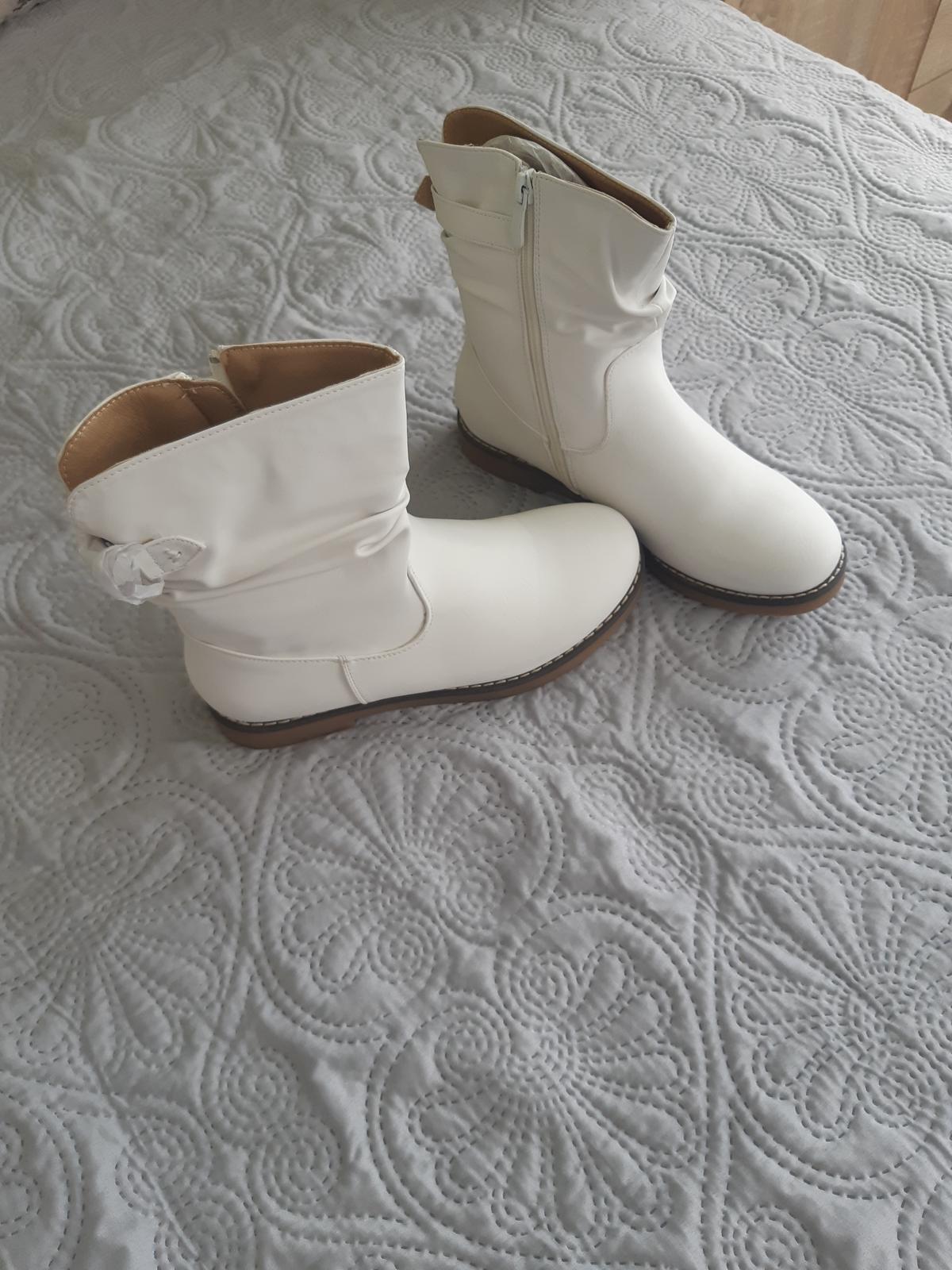 Biele dámske čižmy - Obrázok č. 1