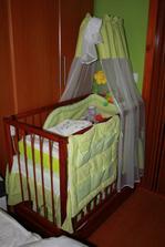 naše kráľovstvo pre dcérku v spálni, to bola ešte čerstvo narodená, teraz je už baldachýn schovaný pre druhé