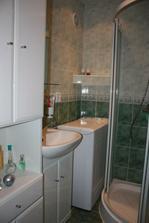 v kúpeľni sme využili každý priestor