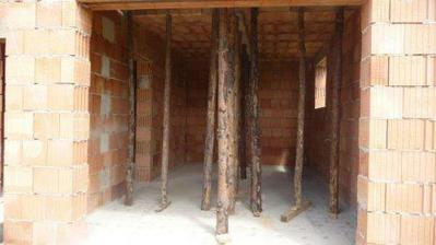 garáž,podepřené stropy