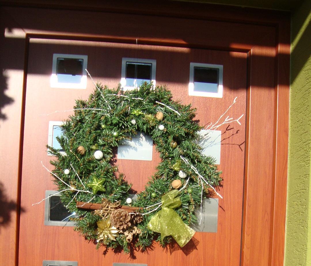 Náš domeček - věnec na dveřích
