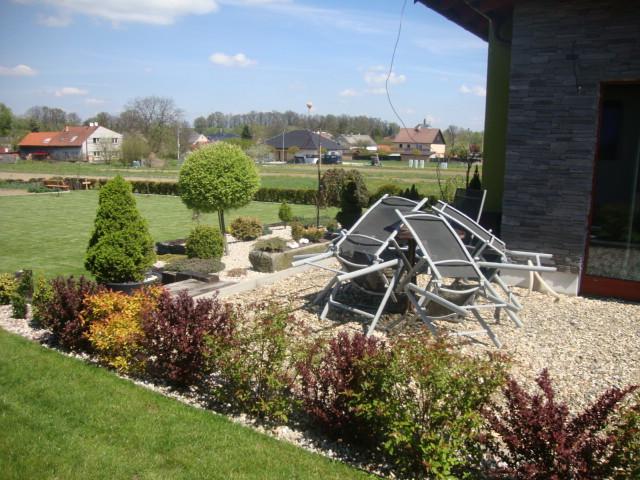 Náš domeček - ještě dlažbu a zahradní nábytek :-) tak snad brzy