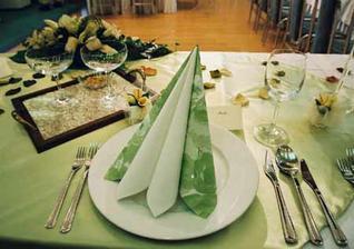 Takto bude vyzerat stolovanie len to bude v ružovo bielej kombinácii