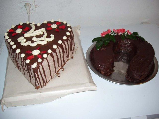 Uz sa neviem dočkat - takéto tortičky nám maminky upiekli na naše zásnuby, ktoré boli 13.augusta2004