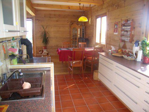 Roubenka z cedru - z kuchyně do pokoje