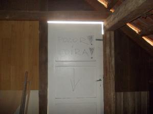 dveře z půdy