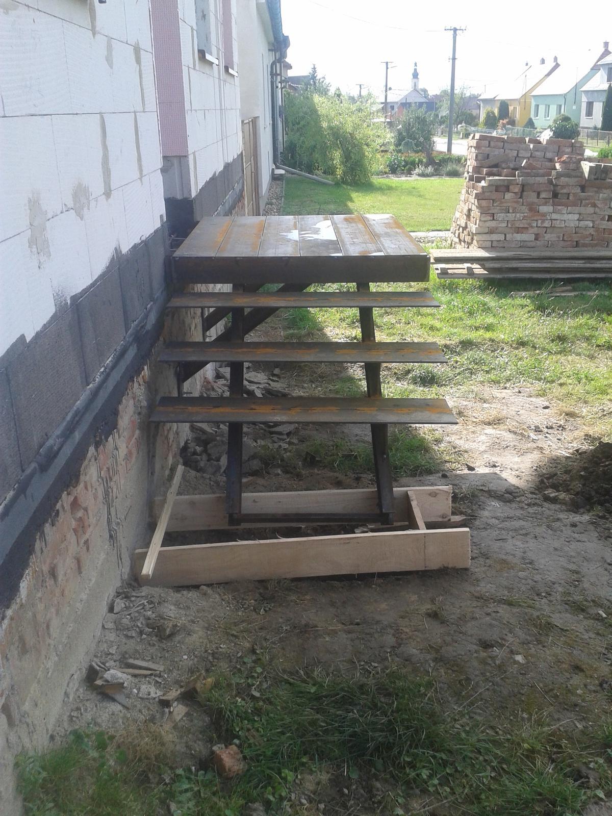 Od baráku k domečku - nové schody