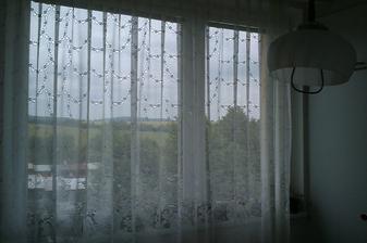 výhled z kuchyně:-)