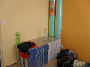 2.9.2012 - velký nákupy! kuchyně, koupelna, obklady, dlažba, plovoučka atd., příprava na další dny a tahání těch věcí do 3.patra=jsme stahaní jak psi!:-(